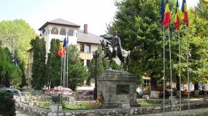 primaria-campeni-statuie-avram-iancu