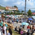Târgul lemnarilor din Apuseni a continuat ieri cu spectacole folclorice, parada portului popular, întreceri şi multă distracţie la Mătişeşti