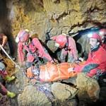 Exerciţiu spectaculos de salvare în Peştera cu Ferigi