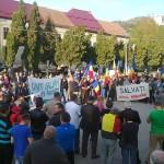 Protest anti RMGC astăzi la Câmpeni. Protestatarii au recuperat simbolic statuia lui Avram Iancu