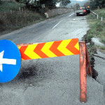 În timp ce Ministerul Transporturilor pierde peste 387,8 milioane de euro, drumul Naţional Alba Iulia – Câmpeni a devenit coşmarul şoferilor