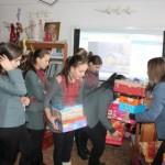Cadouri de Crăciun pentru elevii nevoiaşi de la Şcoala Gimnazială Câmpeni