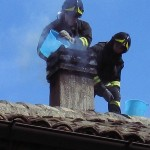 Pompierii au intervenit de urgență la Câmpeni pentru stingerea unui incendiu izbucnit la un coș de fum