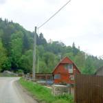 Se face lumină în Vârşi dar 25 de gospodării situate Peste Valea Bistrii rămân încă în beznă