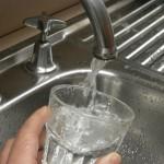 Locuitorii satului Valea Lupşii încep să cunoască beneficiile curative ale apei potabile, la preţ european!