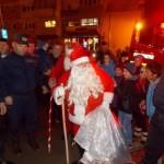 Moș Crăciun și Moș Nicolae au împărțit cadouri copiilor din Câmpeni