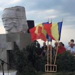 """Ceremonial solemn la """"Crucea Iancului"""" în deschiderea cele de-a doua zile a Târgului de Fete de pe Muntele Găina"""