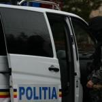 Bărbat din comuna Bistra cercetat penal după ce l-a bătut pe un cunoscut şi i-a spart parbrizul maşinii