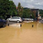 O ploaie torențială a transformat centrul orașului Câmpeni într-o mică Veneție