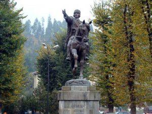 statuia-lui-avram-iancu-campeni