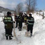 Drumul de acces către satul Borlești a fost deblocat după circa șapte ore de muncă intensă a echipelor de intervenție