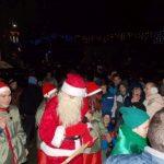 Câteva sute de persoane au asistat ieri seară la sosirea Moșului, în Târgul de Crăciun de la Câmpeni