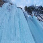 Cascada Miresii s-a transformat, în urma temperaturilor scăzute, într-o perdea de gheață de 18 metri înălțime
