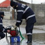 Pompierii din Câmpeni au intervenit pentru evacuarea apei din trei curți ale unor gospodării din comuna Albac