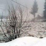 Mai multe curți și gospodării din comuna Avram Iancu au fost inundate după ce valea a ieșit din albie