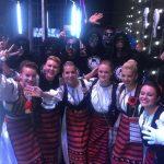 """Tulnicăresele din cadrul ansamblului """"Moațele"""" din Câmpeni, invitate speciale la concertul formației Carla's Dreams din București"""