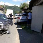 """Două persoane au fost rănite, după o întâlnire """"cu scântei"""" între două autoturisme BMW, pe o stradă din Lupșa"""