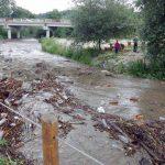 Drumuri rupte de viitură, curți și grădini inundate, în mai multe localități din Munții Apuseni