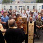 Sute de credincioși s-au închinat la o icoană făcătoare de minuni, adusă de pe Muntele Athos la Bistra