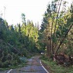 La trei zile după furtuna de duminică, DN1 R – de la Mătișești în sus, este încă este impracticabil