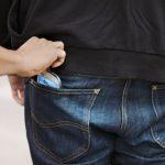 Dosar penal pentru un bărbat de 42 de ani din Baia de Arieș, după ce i-a sustras unui tânăr de 22 de ani din Mogoș telefonul mobil