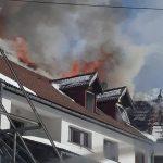 Intervenție a pompierilor din Câmpeni pentru stingerea unui incendiu izbucnit la acoperișul unei pensiuni din comuna Arieșeni