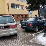 Un autoturism cu numere de Arad a blocat o parte din parcarea Spitalului Orășenesc Câmpeni pentru mai bine de 30 de minute