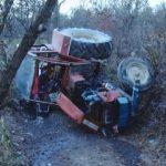 Intervenție a pompierilor militari din Câmpeni, după ce o persoană a fost prinsă sub un tractor rasturnat la Bărăști