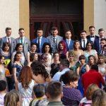 """130 de foști elevi ai claselor a XII-a de la Colegiul Național """"Avram Iancu"""" din Câmpeni au """"strălucit"""" la Balul Absolvenților"""