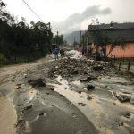 Drumul de acces către satul Ponorel este impracticabil din cauza precipitațiilor abundente căzute în ultimele ore